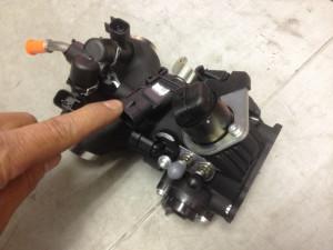 インジェクションモデルのスロットルボディ中央部にあるマップセンサー